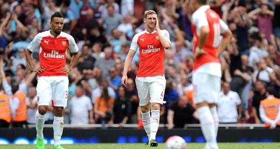 Per Mertesacker Arsenal v West Ham