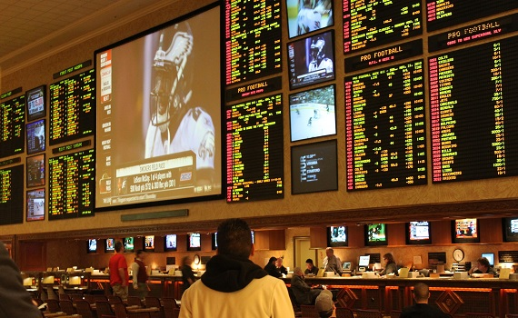 Football betting in Vegas on way for another record-breaking season