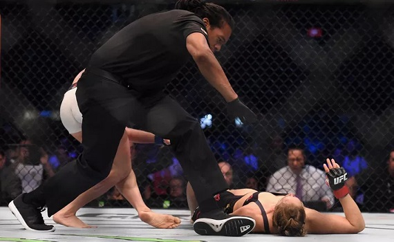 Ronda Rousey knocked out by Holly Holm